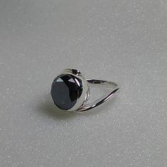 Anello in argento 925 stile contrariè con di oreficeriAlternativa