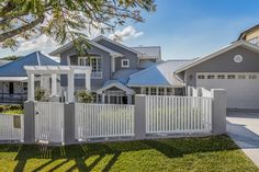 Brisbane Builder, custom small lot homes, Hampton style homes, sloping sites Hamptons Style Homes, Hamptons House, The Hamptons, Gate House, Facade House, Dream House Exterior, Exterior House Colors, Compound Wall Design, Weatherboard House