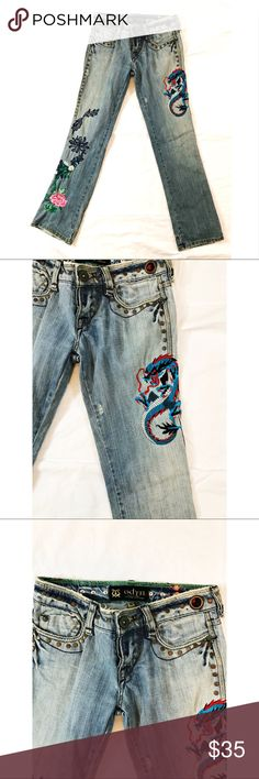 odyn embroidered BOHO jeans with a story size 27 These Odyn jeans are a work of art, embroidered with a dragon spitting rhinestones. Along the other leg a beautiful floral display. These jeans have factory distressing, round flat studs along the waistline, sides and decorating the back pockets. As well as, factory patchwork at the bottom right back hem. One back pocket has factory creases and rhinestones. These jeans are meant to look broken in, but are in fantastic condition. These jeans…