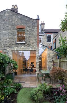 Minimal glazing like this is a hugely effective way to transform a tired townhouse, increase usable space, and connect indoor and outdoor spaces. Victorian House London, Victorian Terrace House, Victorian Townhouse, London Townhouse, London Apartment, London House, Victorian Homes, House Extension Design, Glass Extension