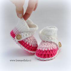 Háčkování a návod na dětské capáčky   mini-kurzy Baby Shoes, Mini, Fashion, Moda, Fashion Styles, Baby Boy Shoes, Fashion Illustrations, Crib Shoes
