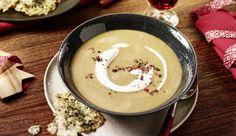 Mit Lauch, getrockneten Steinpilzen, gekochten Kartoffeln, knackigen Möhren und etwas Muskatnuss, kannst du dir eine herzhaft-cremige Steinpilz-Gemüse Suppe zubereiten.