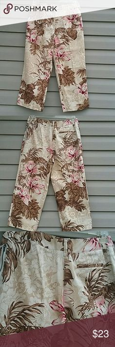 Harve Benard floral cropped pants Excellent like new condition worn once Harve Benard floral cropped capri pants size 8 side zip pockets one pocket in back is decoration Waist is 30 in. Leg length inseam is 22 in. Brown, tan and pink Harve Benard Pants Ankle & Cropped