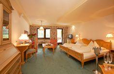 Panorama-Appartement mit 57 m² und großzügigem Südbalkon mit Ausblick auf die Außenthermenlandschaft und die Berge in der Thermenwelt Hotel Pulverer 5* http://www.pulverer.at