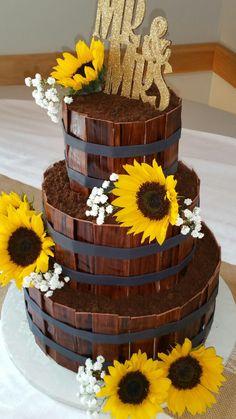 Sunflower and barrel cake Fake Wedding Cakes, Country Wedding Cakes, Amazing Wedding Cakes, Wedding Cake Stands, Wedding Cakes With Cupcakes, Wedding Cake Designs, Cupcake Cakes, Wedding Stuff, Wedding Ideas