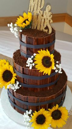 Sunflower and barrel cake
