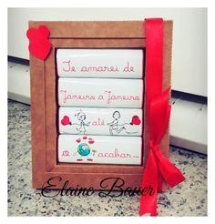 Caixa para 4 Bis - Sugestão Dia dos Namorados Love Valentines, Valentine Gifts, Candy Crafts, Paper Crafts, Romantic Anniversary, Hopeless Romantic, Diy For Teens, Little Gifts, Envelope