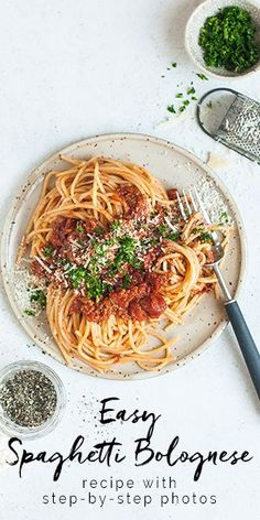 Spaghetti Bolognese recipe with step-by-step photos. Easy and delicious pasta recipe perfect for family cooking. Traditional Spaghetti Bolognese, Easy Spaghetti Bolognese, Bolognese Pasta, Pot Pasta, Pasta Dishes, Food Dishes, Best Pasta Recipes, Easy Dinner Recipes, Noodle Recipes