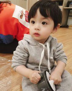 Cute Baby Boy, Cute Little Baby, Little Babies, Cute Boys, Baby Kids, Cute Asian Babies, Korean Babies, Asian Kids, Mode Ulzzang