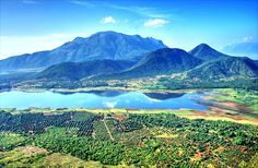 Kodiakanal Lake, India- Translated the name means 'gift of the forest' and it's truly fitting. The star-shaped lake is man-made and sits in the impressively scenic Ghat Mountains. Here, the wooden slopes, rocky outcrops and waterfalls provide a gorgeous backdrop to activities like hiking, horse riding or cycling. Don't miss Coaker's Walk nor the botanical gardens. If you want places to visit in India to enjoy the great outdoors, this where to go.