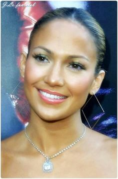 JLo is Jennifer Lopez! Jlo Makeup, 2000s Makeup, Hair Makeup, All Things Beauty, Beauty Make Up, Hair Beauty, Brunette Beauty, Maquillage Jlo, Jennifer Lopez Makeup