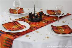 African fabric on white linen look. African Room, African Theme, Traditional Wedding Decor, African Traditional Wedding, African Home Decor, African Interior, Table Setting Inspiration, Ethnic Decor, Wedding Decorations