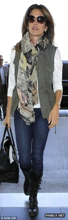 Cindy Crawford soldiers by LAX in army green vest – travel outfit plane long flights Vest Outfits, Cute Outfits, Fashion Outfits, Womens Fashion, Style Fashion, Beautiful Outfits, Fall Winter Outfits, Winter Fashion, Summer Outfits