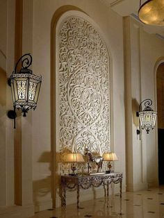 wall lights are the right size for this room - smaller outdoor lights could be very appropriate for smaller spaces also. Interior Flat, Classic Interior, Interior And Exterior, Moroccan Design, Moroccan Decor, Luxury Staircase, Moroccan Interiors, Interior Decorating, Interior Design