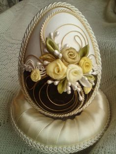 Wonderful Ribbon Embroidery Flowers by Hand Ideas. Enchanting Ribbon Embroidery Flowers by Hand Ideas. Egg Crafts, Easter Crafts, Paletas Chocolate, Egg Shell Art, Easter Egg Designs, Fabric Ornaments, Ribbon Art, Ribbon Rose, Easter Projects