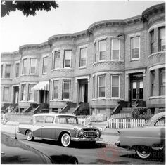 Bensonhurst -Brooklyn, NY The cars may have changed, but the houses haven't. not a bit! Brooklyn Baby, Brooklyn New York, Brooklyn Neighborhoods, Ny Ny, New York Art, Vintage New York, London Bridge, The Old Days, Staten Island
