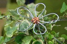 Dekorationsblomma i ståltråd