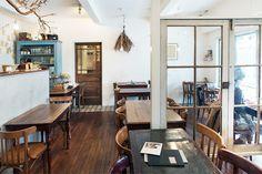 カフェライターの第一人者・川口葉子さんの連載「川口葉子の東京カフェクロニクル」。開店から3年以上経ち、地域に愛される存在になったカフェの歴史やエピソードを毎回綴ります。第12回は二子玉川の「カフェ リゼッタ」を紹介。