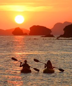 Kayaking in the Philippines Often referred to as 'Island of the Sun' as its unique location allows you to enjoy sunrise and sunset from its immaculate beach, the location of El Nido Pangulasian Island is simply sublime. Kayak Camping, Canoe And Kayak, White Water Kayak, Kayaking Tips, Kayaking Quotes, Kayak Adventures, Kayak Tours, Island Resort, Salt And Water