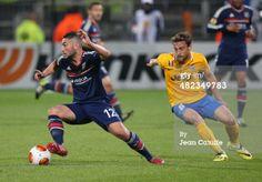 ニュース写真: Jordan Ferri of Lyon and Claudio Marchisio of Juventus…