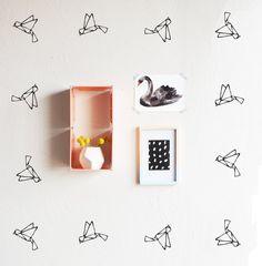 Etsy, chez https://www.etsy.com/fr/listing/254408131/oiseau-en-origami-wall-decal
