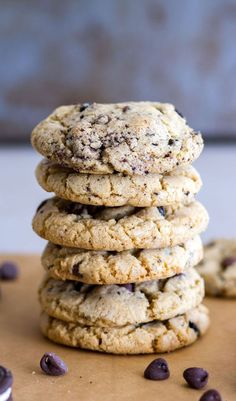 Cookies and Cream Chocolate Chip Pudding Cookies | The classic chocolate chip cookie recipe gets kicked up a notch with the addition of crushed Oreos and vanilla pudding to make a thick, chewy, and perfectly sweet cookies and cream cookie!