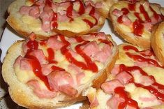 """I remember how I ate hot sandwiches as a child for various holidays. Having no idea how they turn out so delicious, I calmly asked """"Prepare me, please, hot sandwiches"""" and waited for my mother to bring them to me. Hawaiian Pizza, Bruschetta, Bon Appetit, Food And Drink, Appetizers, Cooking Recipes, Lunch, Homemade, Meals"""