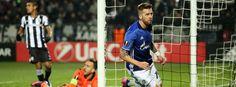 Schalkes Auswärtssieg in Griechenland: Ein königsblaues Bein im Achtelfinale-erstes Tor durch Burgstaller, Meyer und Huntelaar folgen