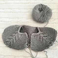 You can see 40 Knitted Baby Clothes Models and Knitted Children's Clothes together with Producti Baby Knitting Patterns, Knitting For Kids, Baby Patterns, Hand Knitting, Diy Crafts Knitting, Diy Crafts Crochet, Knit Baby Sweaters, Knitted Baby Clothes, Baby Knits