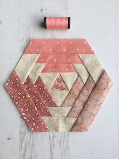 Quick-to-Quilt Coasters & Bonus Quilted Coasters - Her Crochet Patchwork Quilting, Scrappy Quilts, Mini Quilts, Hexagon Patchwork, Hexagon Quilting, Patchwork Ideas, Quilting Tutorials, Quilting Projects, Quilting Designs