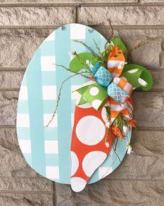 Wood Hanger, Wooden Door Hangers, Easter Projects, Easter Crafts, Easter Decor, Hoppy Easter, Easter Eggs, Easter Bunny, Spring Crafts