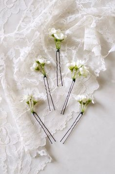 Small white flower hair clips white wedding flower hair accessory white flower hair pins wedding clip set babys breath mightylinksfo