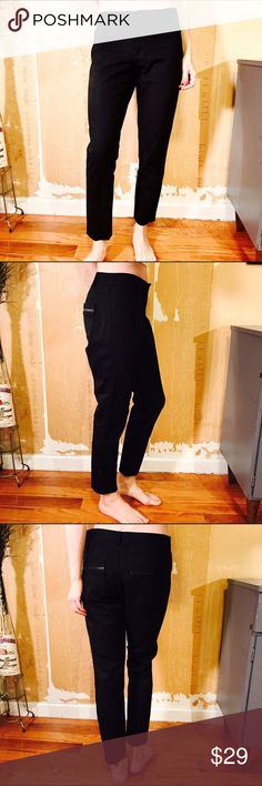 """CLUB MONACO BLACK PANTS #431 CLUB MONACO, black pant, straight leg, Size 8 CONDITION: EUC No issues.  🎁 SHIPS WITHIN 24HRS  CHEST:  WAIST: 32"""" LENGTH: 35"""" INSEAM: 27"""" *All measurements taken while item is laid flat (doubled when necessary) and measured across the front  MATERIAL: Cotton Viscose Elastane  STRETCH: None INSTAGRAM @ORNAMENTALSTONE 🚫Trading Club Monaco Pants"""