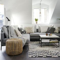 Sofa Kaffeetisch niedrig unter Dachschräge