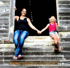 Mother-daughter picture Picture Poses, Picture Ideas, Photo Ideas, Autumn Photography, Photography Ideas, Mommy Daughter Pictures, Spring Pictures, Pretty Pics, Family Pics