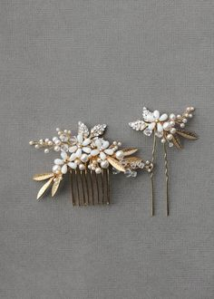 The gold bridal hair pieces we designed for bride Orian sum up everything we love about bridal styling. Bridal hair pieces with gold and ivory tones. Headpiece Wedding, Bridal Headpieces, Hair Jewelry, Bridal Jewelry, Jewellery, Vintage Hair Pieces, Bridal Hair Pins, Bridal Comb, Hair Decorations