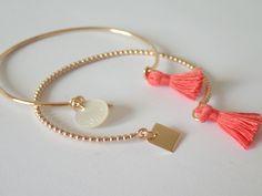 Bracelet Jonc boules en plaqué or avec sa pampille carré et son pompon : Bracelet par etoile-du-vent