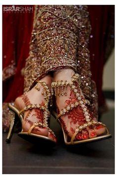 Gold Bridal Shoes, Wedding Shoes Bride, Bridal Sandals, Bridal Jewelry, Sikh Wedding, Wedding Outfits, Wedding Hair, Bridal Jewellery Inspiration, Indian Shoes
