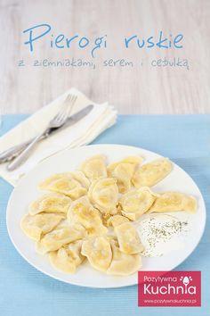 Pierogi ruskie ze smażoną cebulką i śmietaną - #przepis na najlepsze #pierogi ruskie na świecie wg receptury mojej mamy  http://pozytywnakuchnia.pl/pierogi-ruskie/  #kuchnia #obiad #ziemniaki