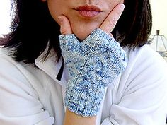 'Mitt Envy' by weezalana. Great free mitt knitting pattern, perfect for gift knitting or using up leftovers. Knit Mittens, Knitted Gloves, Knitting Designs, Knitting Patterns, Fingerless Mitts, Yarn Shop, Knitted Headband, Yarn Colors, Lace Knitting