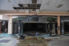 Photographs of the abandoned mall in Akron, Ohio taken by photographer Seph Lawless. The images of this abandoned mall are haunting and depressing. Abandoned Malls, Abandoned Buildings, Abandoned Places, Places Around The World, Around The Worlds, The American Mall, Dead Malls, Creepy Photos, Centre Commercial