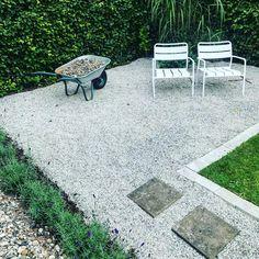 Det tar sig i vår nya trädgårdsdel. Efter en veckas paus för Gothia cup är vi nu tillbaka och på... Det ska fyllas på med singel, bord, grill, dynor och fin plantering 🙌🏻🖤#sommarnärdenärsombäst#trädgård#garden Outdoor Rooms, Outdoor Gardens, Outdoor Decor, Scandinavian Garden, Stepping Stones, Instagram, Design, Home Decor, Ska