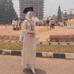 Kebaya Modern Hijab, Kebaya Hijab, Kebaya Dress, Kebaya Muslim, Hijab Dress, Abaya Fashion, Fashion Dresses, Kebaya Simple, Dress Muslim Modern