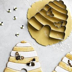 Williams Sonoma cookie cutters are designed for lasting durability from stainless-steel. Find cookie stamps and molds for pancakes at Williams Sonoma. Williams Sonoma, Bee Crafts, Kids Crafts, Craft Projects, Chocolates, Bee Cookies, Bee Party, Honey Recipes, Save The Bees