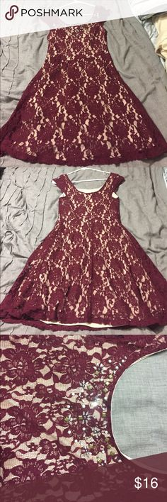 wine lace cocktail dress Perfect dress for a fall/winter wedding. Cap sleeve. Maroon with nude under layer. Gorgeous detailing on the round neck 😍 worn once. Perfect condition. Dresses Mini