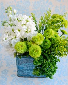 Ray flowers to create yourself, just find some nice little vintage tins and pop a few different flowers in them for a beautiful relaxed look.