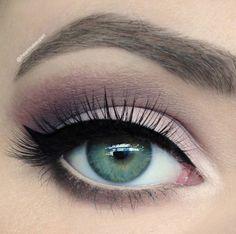 Ik ben gek op matte oogmake-up, al maanden! Ik draag het nu ook veel vaker dan meer shiny oogmake-up, dus werd het voor mij de hoogste tijd om mijn favoriete inspiratiepics eens te delen. Vooral van de combinatie matte oogmake-up en matte lipstick ben ik de laatste tijd echt helemaal gek  Hebben jullie al vaak matte looks gedragen?
