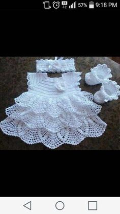 "Sweet Crocheted Baby Dress ""Afbeeldingsresultaat voor free crochet patterns for baby bolero"", ""Vestido para as migalhas - Plate. Crochet Baby Dress Pattern, Baby Dress Patterns, Baby Girl Crochet, Crochet Baby Clothes, Crochet For Kids, Baby Bolero, Booties Crochet, Knit Crochet, Knitting Patterns"