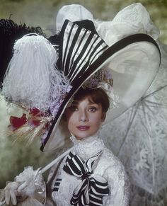 Beautiful Publicity Stills of Audrey Hepburn as Eliza Doolittle in 'My Fair Lady' ~ vintage everyday Source by carriebrookhop clothes fashion Eliza Doolittle, My Fair Lady, Ivory Ella Sweatshirt, Black And White Hats, White Bows, Audrey Hepburn Photos, Audrey Hepburn Fashion, Girls Lifting, Afrique Art