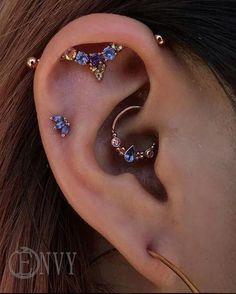 Unisex Feather Ear Cuff, Non Piercing, Gold Clip On Earrings For Women,Men Body jewelry, Halloween costume - Custom Jewelry Ideas Helix Earrings, Tiny Stud Earrings, Emerald Earrings, Cartilage Earrings, Top Ear Earrings, Septum Piercings, Cute Ear Piercings, Ear Peircings, Daith Piercing Jewelry